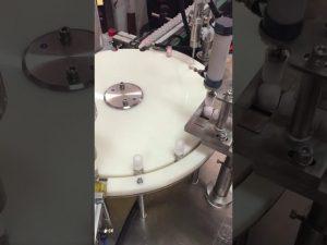 automatisk liten flaske lotion fylling og avdekking maskin